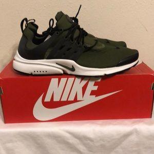 Nike Air presto Essential size 10 olive green